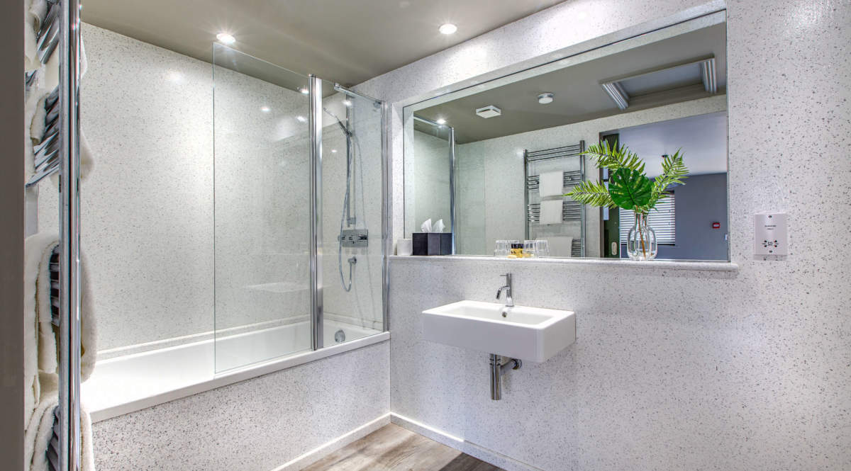 En-suite with shower and bath