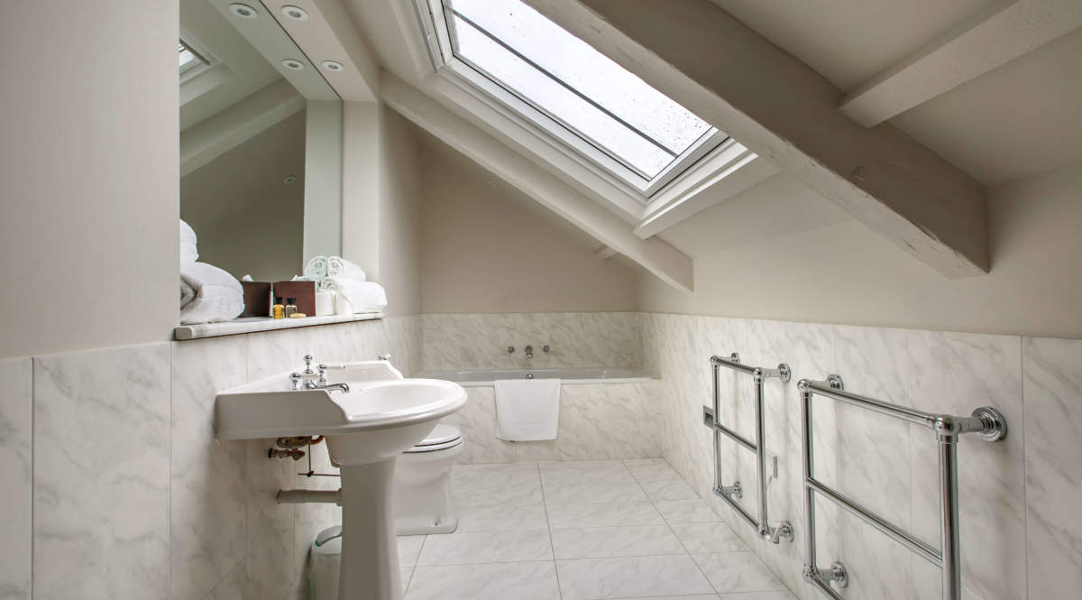 Large en-suite in the attic